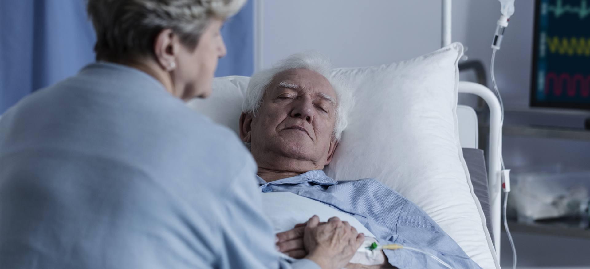 starszy pan w szpitalu