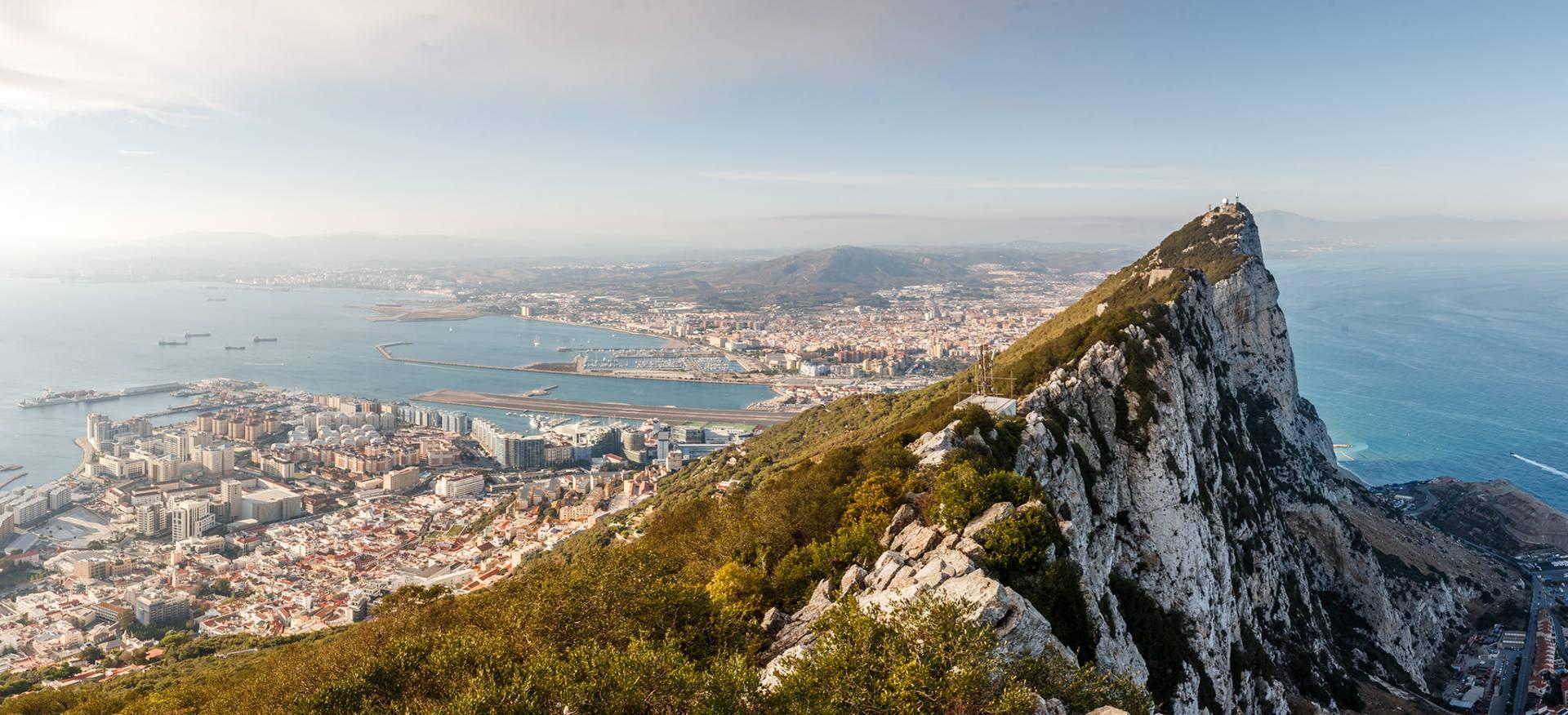 Panorama Gibraltaru z malowniczym widokiem