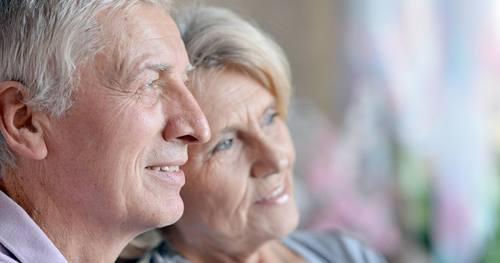 para seniorów myśląca o przyszłośći